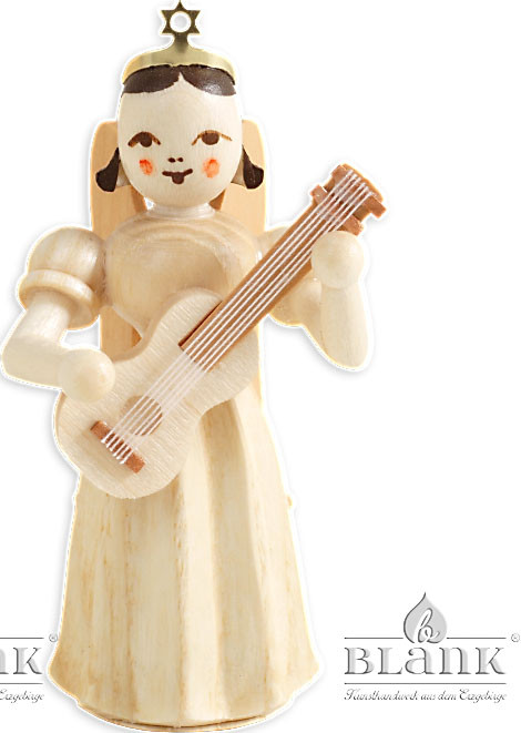 Blank Faltenlangrockengel mit Gitarre