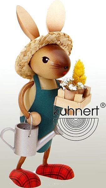 Drechslerei Kuhnert Hasenjunge Gärtner mit Gießkanne