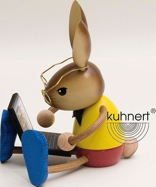 Drechslerei Kuhnert Hase mit Laptop
