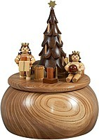music box angels at Christmas tree / natural coloured